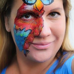 Hoppál Éva arcfestő
