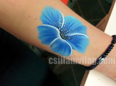 Egy mozdulat festés virágok - tanuló első munkája a workshopon