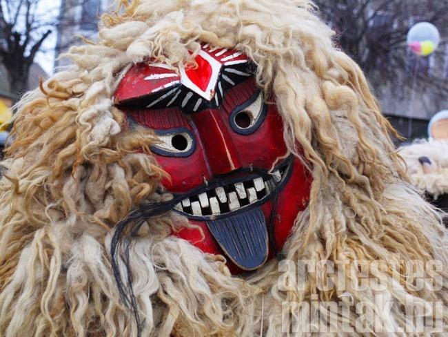 Busó maszk Mohácsról