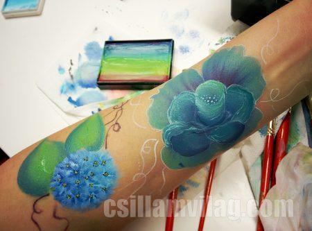 Egy mozdulat festés virágok workshop, egy diák első festései