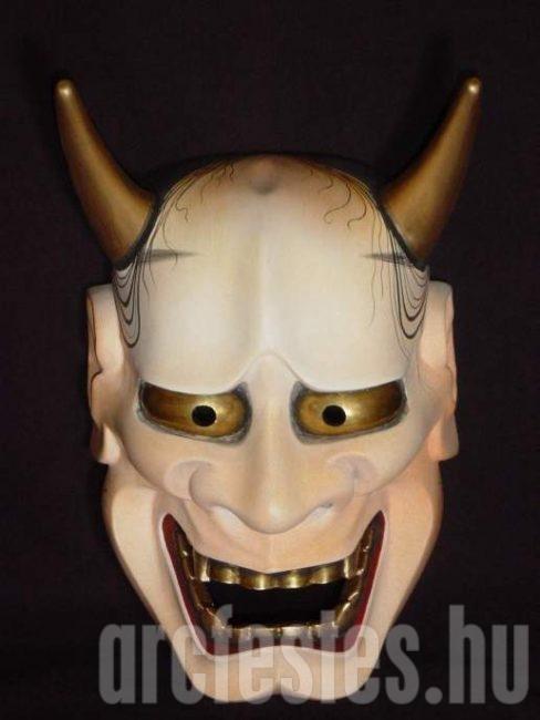 Démon maszk szemből