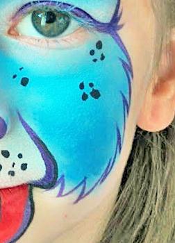 """A kutya fej oldalára ilyen """"szőröket"""" festhetsz."""