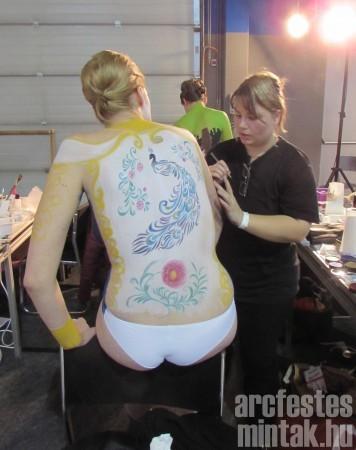Porcelánfestő testfestése