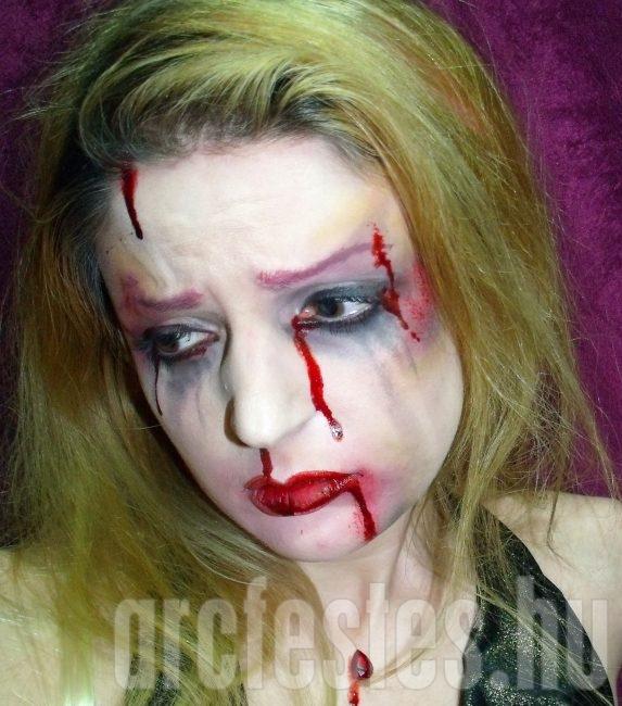 Teljes smink: zúzódás arcfestékkel, művérrel